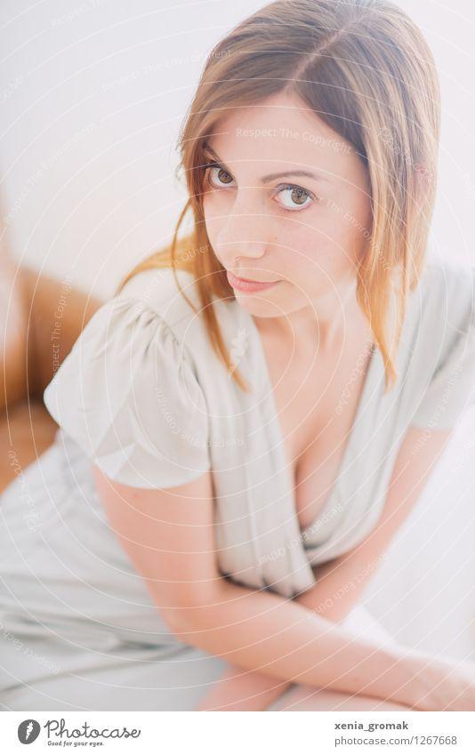 Portrait im Gegenlicht Mensch Jugendliche schön Junge Frau Erotik 18-30 Jahre Gesicht Erwachsene Leben feminin Stil Lifestyle Feste & Feiern Haare & Frisuren