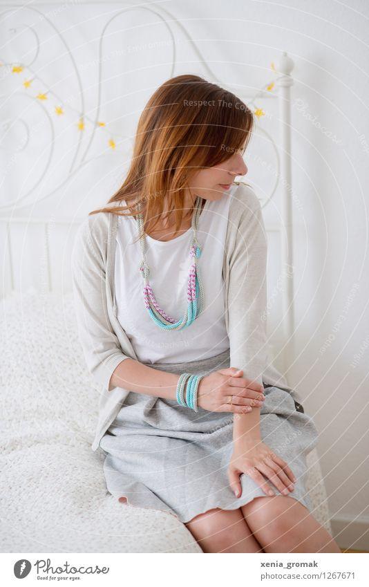zarter Morgen Mensch Jugendliche schön Junge Frau weiß Erholung ruhig Leben Liebe feminin Stil grau Lifestyle Mode Design Zufriedenheit