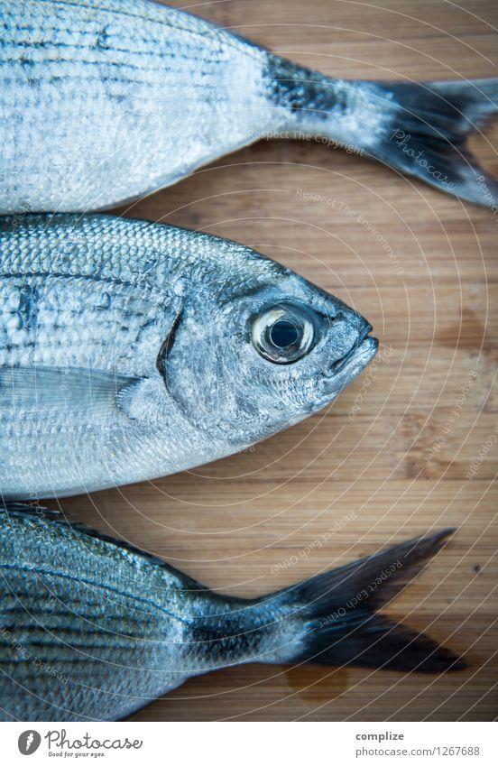Die Drei Doraden Tier Essen Lebensmittel frisch Ernährung Fisch Gastronomie Restaurant Holzbrett Diät Mittagessen Schneidebrett Festessen Büffet Brunch