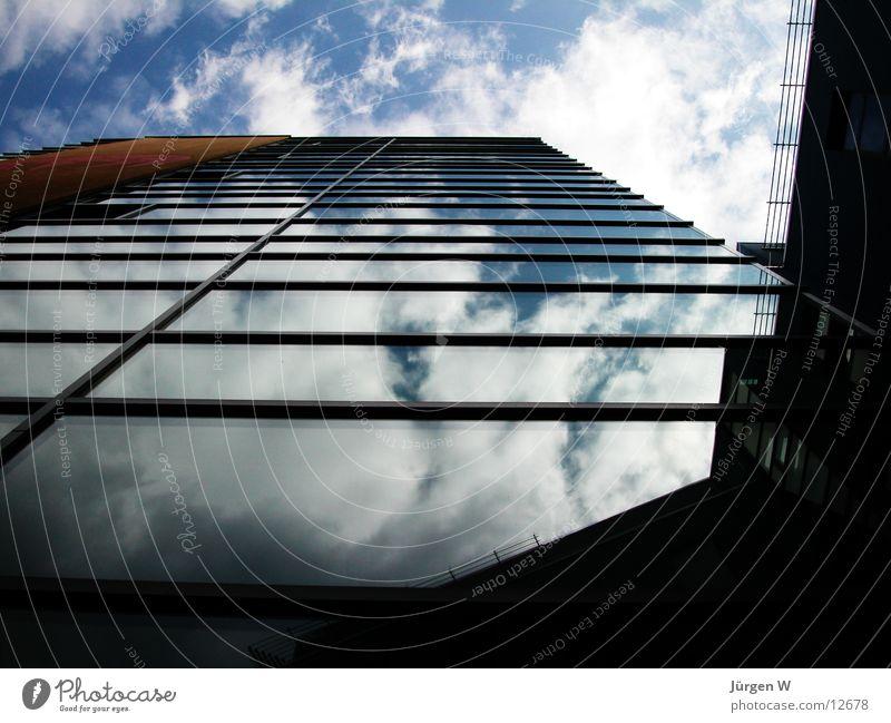 Spiegelung Himmel blau Wolken Fenster Gebäude Architektur Glas