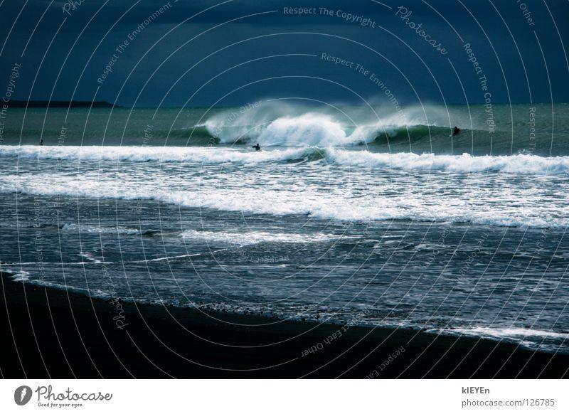 offshore Meer Freude Strand Ferien & Urlaub & Reisen Wolken Freiheit Sand Zufriedenheit Wellen Küste Wind türkis anstrengen Surfer Schaum Gischt