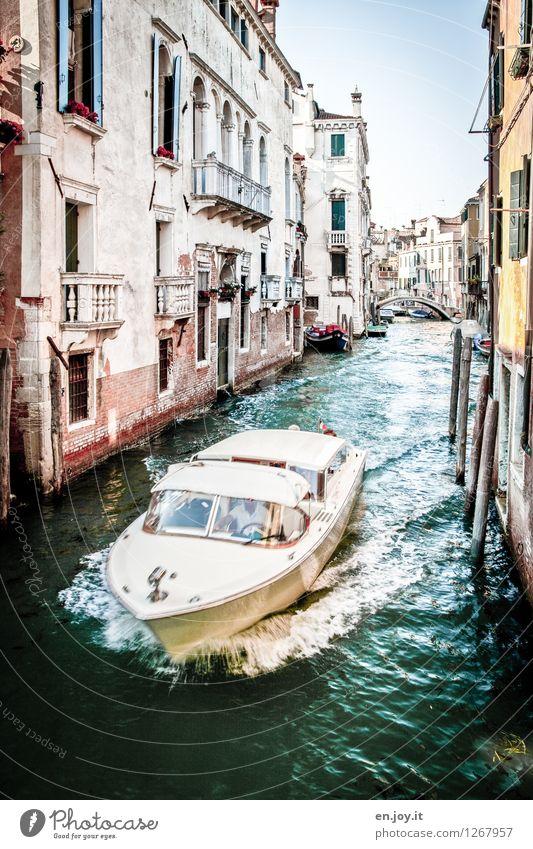 rasant Ferien & Urlaub & Reisen Stadt alt Sommer Gebäude Lifestyle Tourismus Geschwindigkeit Ausflug Klima Lebensfreude Italien Brücke fahren Verfall