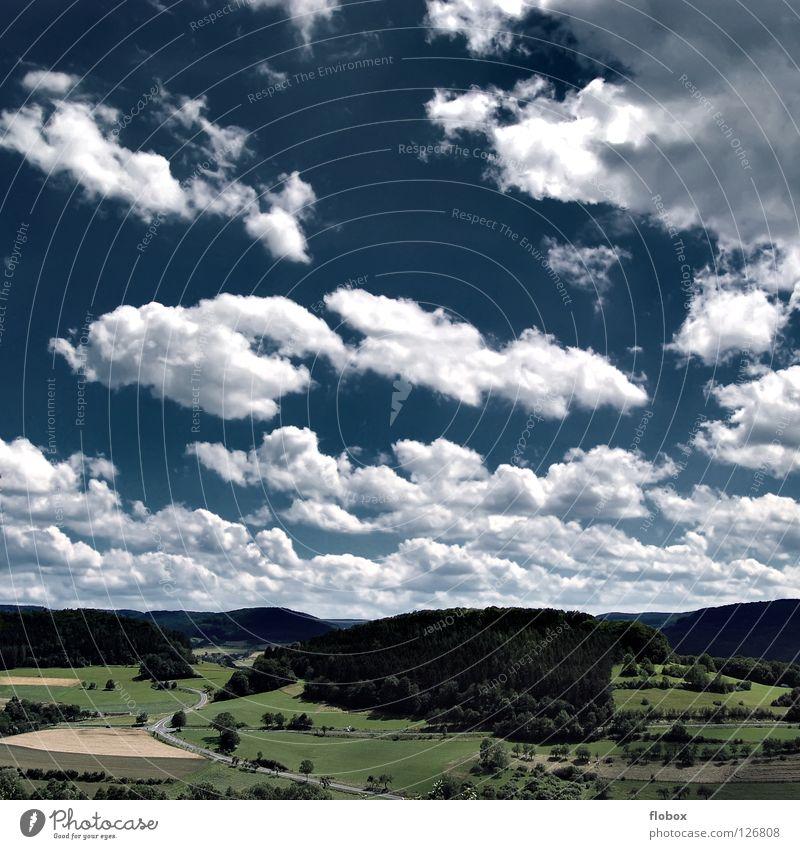 Deep Blue Himmel Wolken blau himmelblau Ferne tief Aussicht Wiese Wald Sommer grün ökologisch Umweltschutz Hessen wandern schlechtes Wetter Physik Natur rein