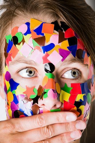 Gepunktet IV Mensch feminin Junge Frau Jugendliche 1 18-30 Jahre Erwachsene brünett langhaarig Zopf beobachten Blick träumen braun mehrfarbig Verschwiegenheit