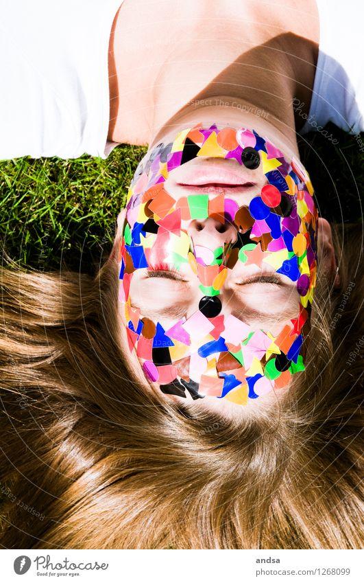 Gepunktet XI Mensch Jugendliche grün weiß Junge Frau Erholung Einsamkeit ruhig Ferne 18-30 Jahre Erwachsene feminin Haare & Frisuren braun oben liegen