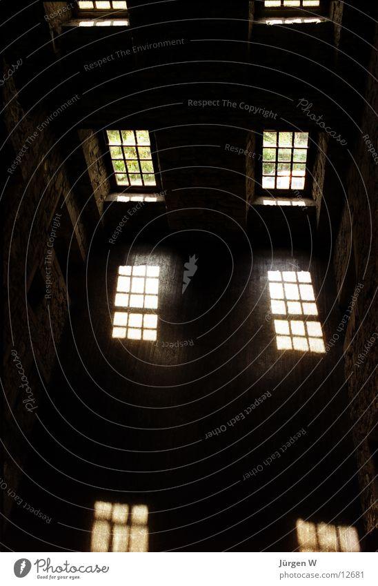 Licht und Schatten Sonne Fenster Architektur Burg oder Schloss historisch Schottland