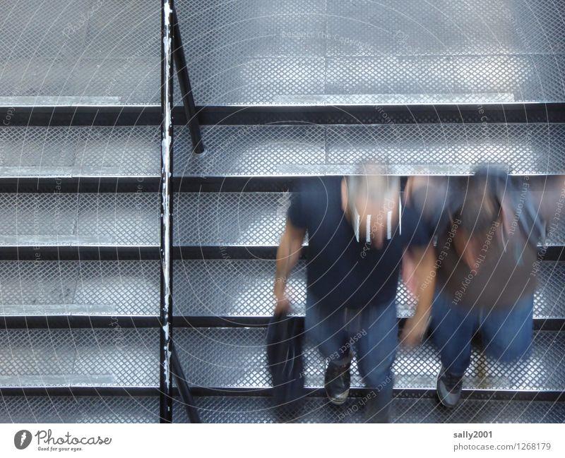rush hour... Mensch Paar 2 Treppe rennen Bewegung Zusammensein Geschwindigkeit Stadt grau Stress Nervosität Partnerschaft Business Entschlossenheit modern