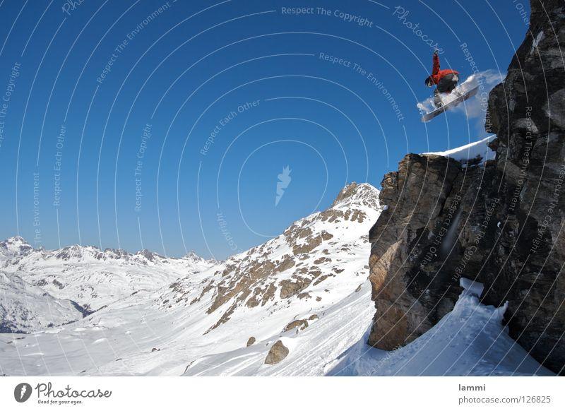 Will goes over the Rock Himmel blau weiß Freude Winter Berge u. Gebirge Schnee Hintergrundbild fliegen hell Felsen springen Wetter Textfreiraum hoch Gipfel