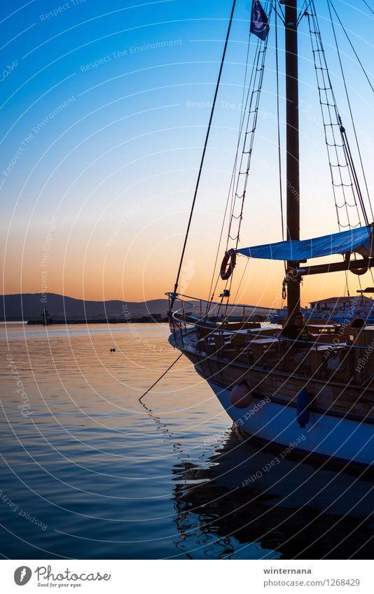 Roh, roh dein Boot Himmel Wolkenloser Himmel Sonnenaufgang Sonnenuntergang Sommer Küste Bucht Fischerdorf Altstadt Bootsfahrt Hafen Seil Wasser elegant