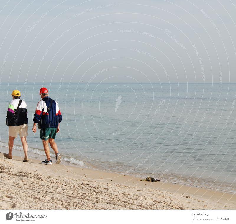 Rentnerschwemme 2 Zusammensein Mann Frau Senior Meer Strand Ferien & Urlaub & Reisen Sommer Turnschuh Baseballmütze Mütze Horizont Himmel Mensch Aktion Spielen