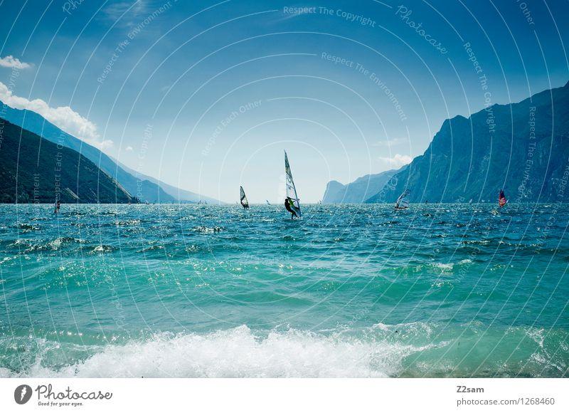 Lago di Garda Lifestyle Freizeit & Hobby Surfen Ferien & Urlaub & Reisen Freiheit Sommer Sommerurlaub Sport Wassersport Natur Landschaft Wolkenloser Himmel