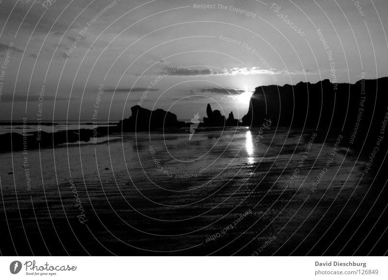 Mein Lieblingsstrand Wasser Himmel Sonne Meer blau Sommer Strand Ferien & Urlaub & Reisen schwarz Wolken gelb Berge u. Gebirge Stein Sand hell Küste
