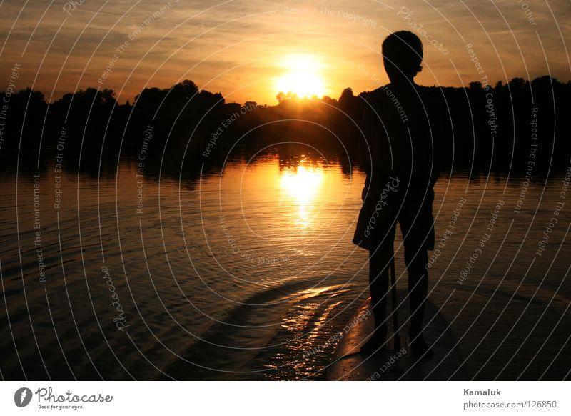 Schaukelstunde Himmel gelb Reflexion & Spiegelung Horizont Langeweile über Wasser Wellen Baum Spielen Freude water sun Sonne boy Junge Sky black Silhouette fun