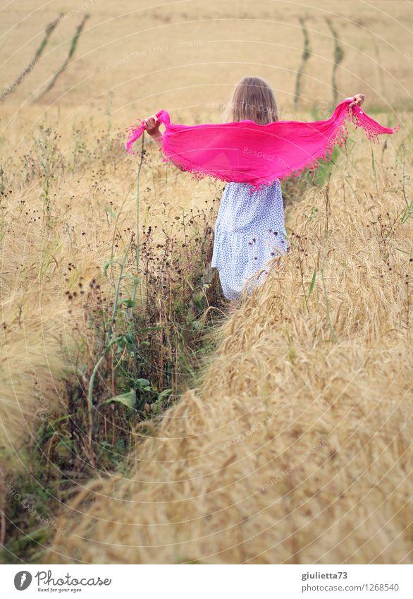 Happy || Mensch feminin Kind Mädchen Kindheit Leben 1 8-13 Jahre Sommer Schönes Wetter Pflanze Nutzpflanze Getreidefeld Feld Kleid Kopftuch Tuch frei Glück