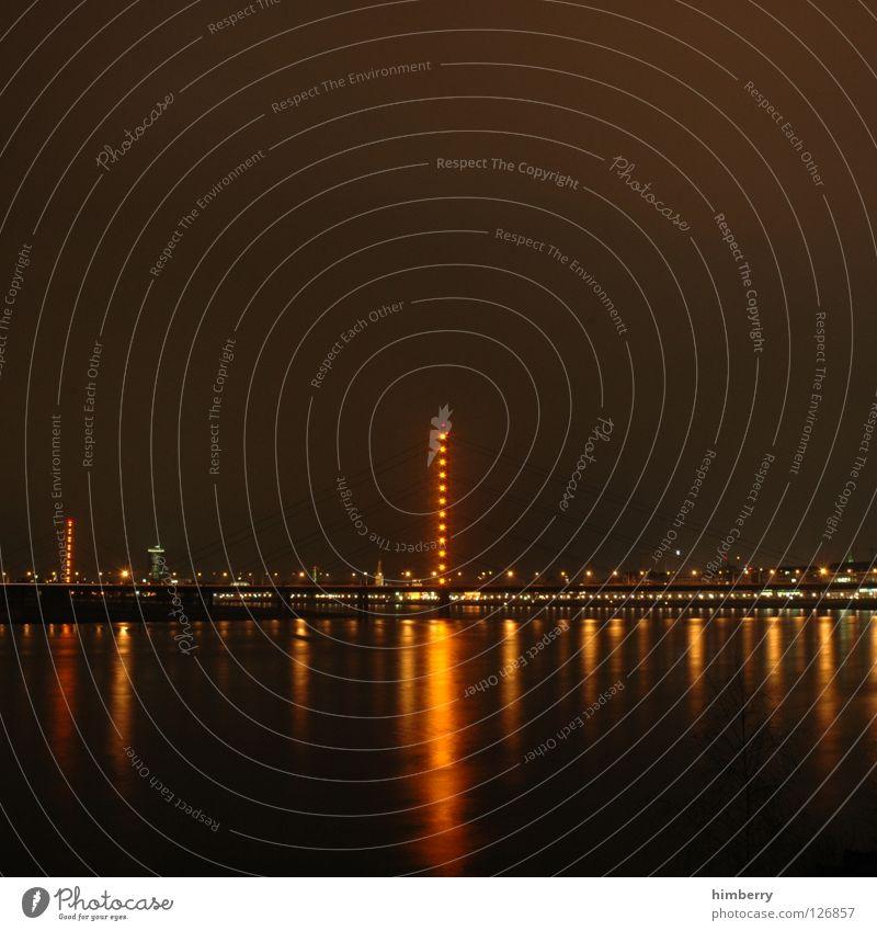 prost Stadt blau Straße Lampe Beleuchtung Hochhaus Lifestyle Brücke modern Turm Spitze Skyline Säule Düsseldorf