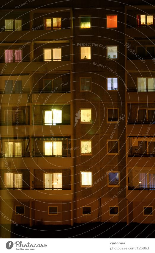 Prime Time Fenster Nacht Feierabend Wohnung Licht Lampe hell Block Wohnzimmer einzigartig Stimmung beobachten Studie Haus Balkon Zeit Freizeit & Hobby