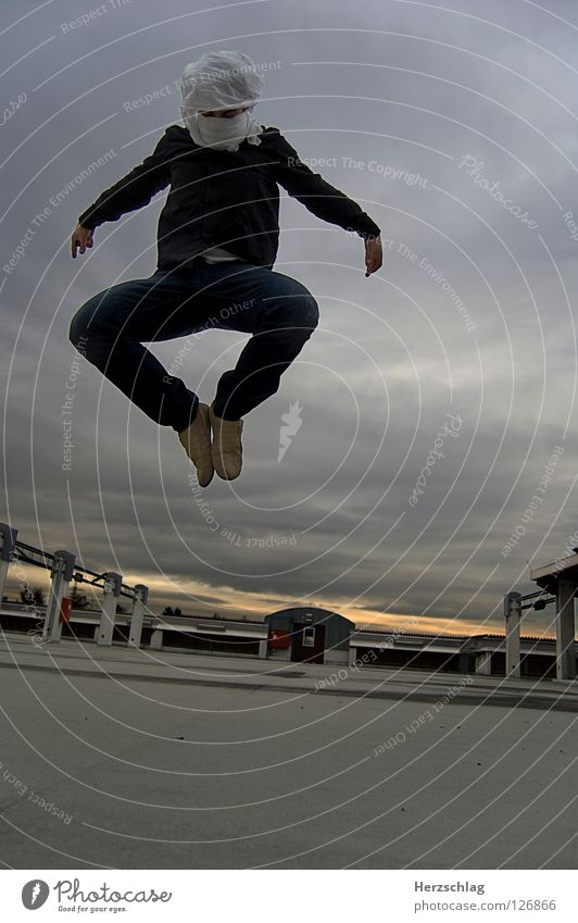 in the Matrix Schwerelosigkeit langsam Geschwindigkeit einzigartig stark Zauberei u. Magie dramatisch Kraft Macht Filmindustrie Weltall fliegen Sci-Fi Fiction
