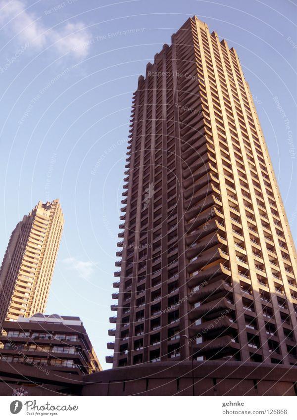 Barbican Centre London Hochhaus Sechziger Jahre old-school Beton Licht Plattenbau Architektur historisch Coolness Strukturen & Formen Betonstruktur Schatten