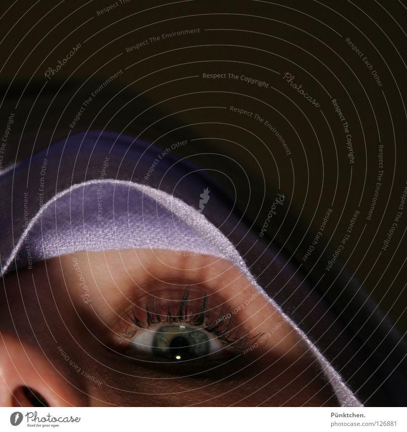 Hui Buh das Schlossgespenst Geister u. Gespenster violett Wimpern Pupille Bettdecke Nasenloch Licht Mitternacht dunkel gruselig geheimnisvoll Wand wickeln