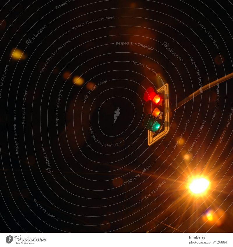 rush hour Straße Beleuchtung warten modern Verkehr stehen stoppen Straßenbeleuchtung Ampel Mischung Straßenverkehr Belichtung Überqueren
