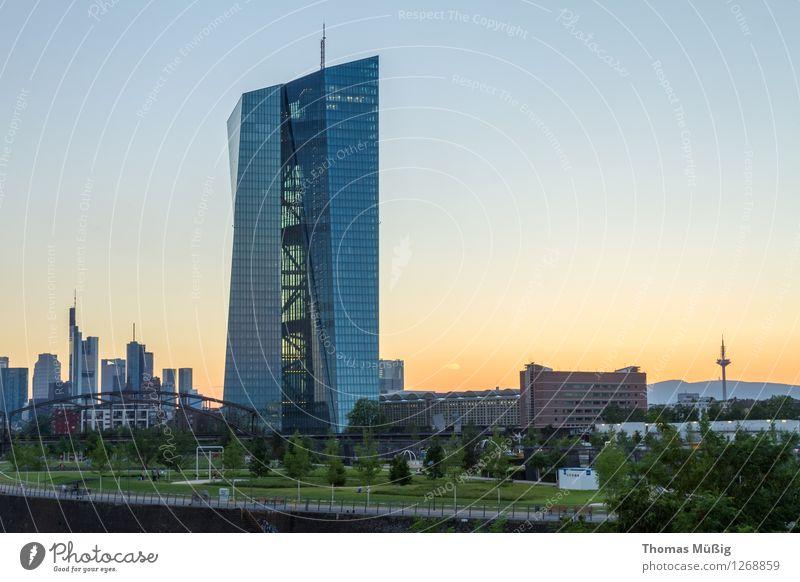 Europäische Zentralbank Stadt Stadtzentrum Skyline Hochhaus Bankgebäude Architektur Sehenswürdigkeit ästhetisch Business Kapitalwirtschaft Horizont Banken