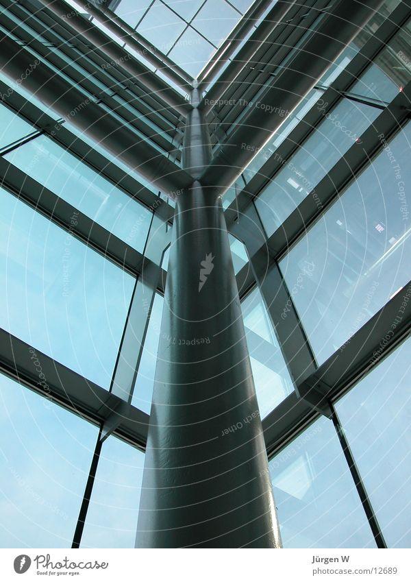 Lichthof Treppenhaus Fahrstuhlschacht Fenster Stahl Träger Himmel Architektur Glas blau stairway elevator window glass sky blue steel