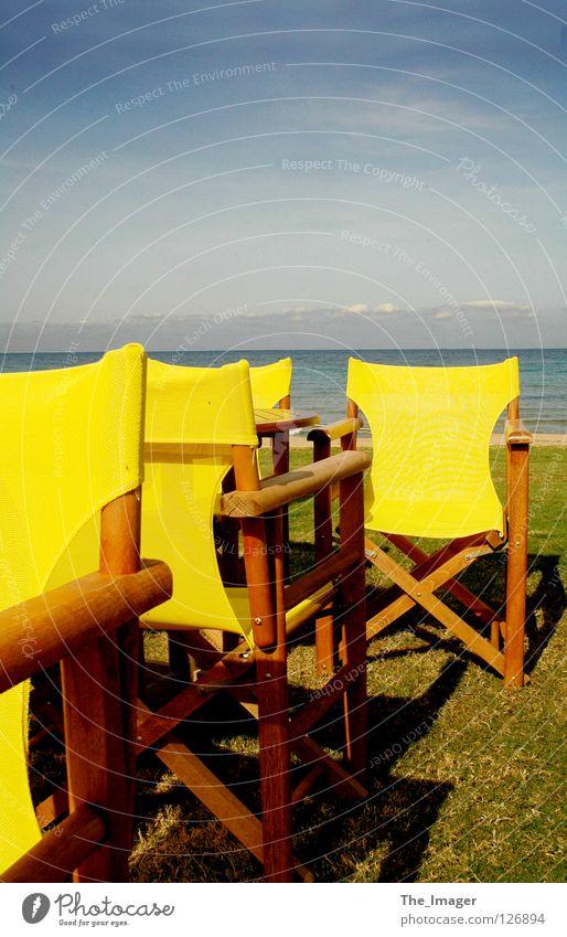 Stille und Einsamkeit Wasser Meer Sommer Strand Ferien & Urlaub & Reisen ruhig gelb Erholung Herbst Insel Stuhl Freizeit & Hobby Mittelmeer Campingstuhl