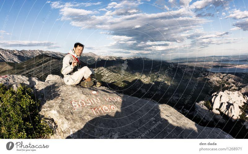 gipfelglück Mensch Himmel Ferien & Urlaub & Reisen Mann Landschaft Wolken Ferne Erwachsene Berge u. Gebirge Sport Glück Freiheit maskulin wandern sitzen Ausflug