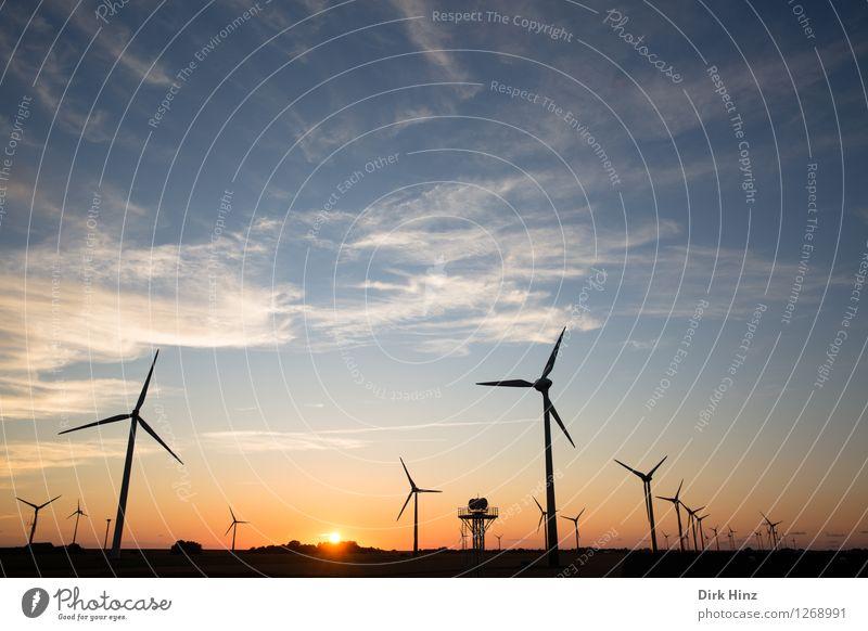 Windpark in Dithmarschen Technik & Technologie Wissenschaften Fortschritt Zukunft Energiewirtschaft Erneuerbare Energie Windkraftanlage Energiekrise Industrie