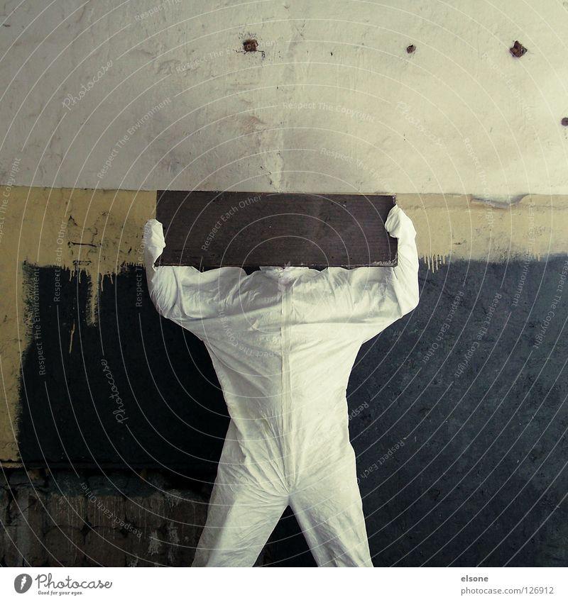 ---> YELLOW TEARDROP <--- Mensch Mann alt weiß Farbe Einsamkeit schwarz gelb dunkel Wand Spielen Holz Stein Mauer Gebäude hell