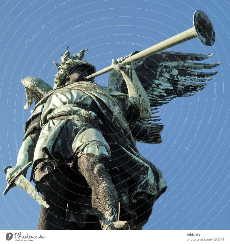 Ich blas dir nen Marsch! Trompete Blasmusik Schwert Posaune blasen Rüdesheim Rheingau laut Schall schlagen stechen Lippen Helm Wahrzeichen Denkmal Frieden