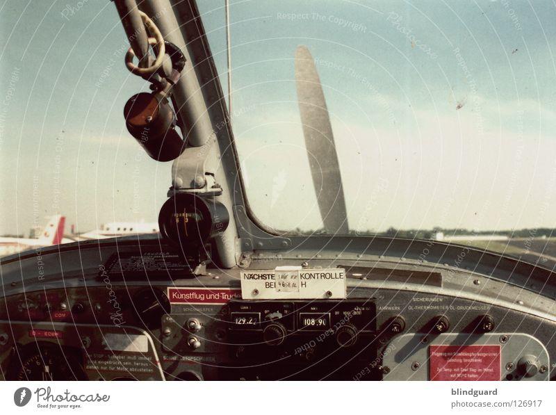 Fasten Seat Belt Himmel alt Fenster Angst dreckig Flugzeug Luftverkehr Industrie retro Technik & Technologie Warnhinweis Ereignisse Musikinstrument Knöpfe