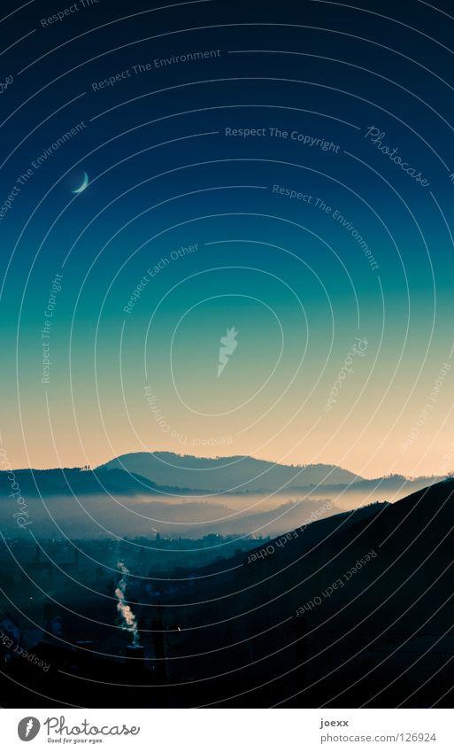 Rauchzeichen Himmel Wolken ruhig Erholung Herbst kalt Landschaft Berge u. Gebirge Stimmung Nebel Klima Idylle Dorf Mond Abenddämmerung