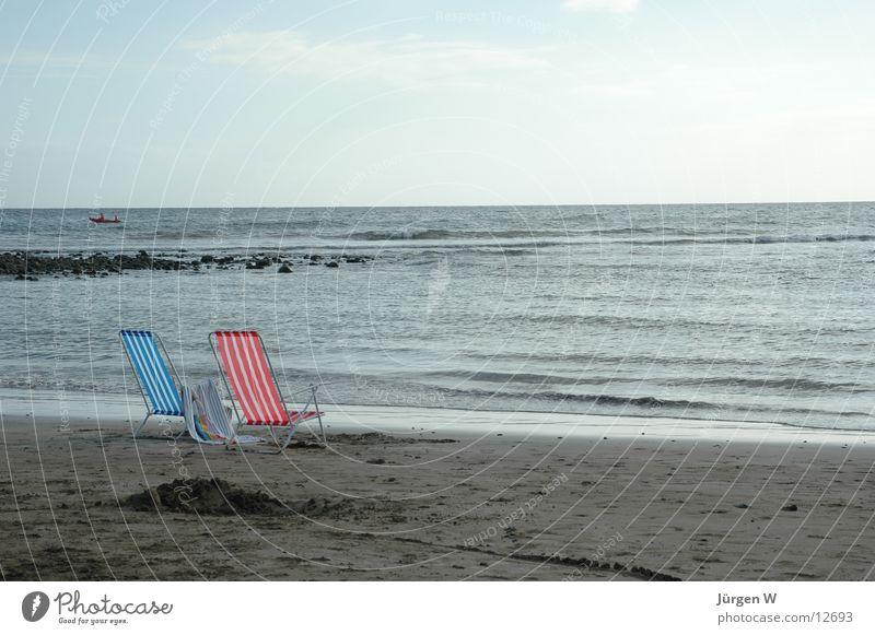verlassen Strand Meer Wellen Brandung Einsamkeit Europa Wasser Stuhl sea water wave chair lonely