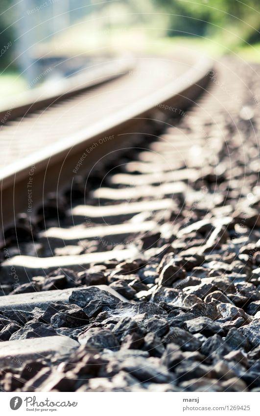 Neben der Schiene... Eisenbahnschwelle Gleise Kies Stein einfach Kurve Ferien & Urlaub & Reisen Verkehrswege Farbfoto Gedeckte Farben Außenaufnahme