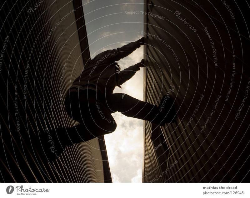 ALMOST! Part 3 Mensch Himmel Mann Wolken Fenster dunkel kalt Wand Linie Wellen Kraft Fassade Arme hoch gefährlich Elektrizität