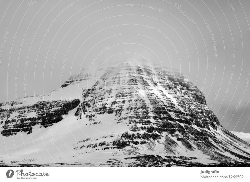 Island Natur Landschaft dunkel kalt Berge u. Gebirge Umwelt natürlich Schnee Stimmung Felsen Wetter Klima bedrohlich Schneebedeckte Gipfel