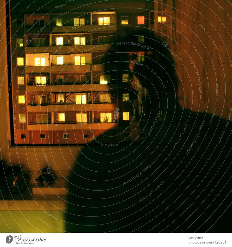 Hinter den Fenstern Mensch Erholung Einsamkeit Haus dunkel Leben Gefühle Beleuchtung Zeit Lampe hell Stimmung Arbeit & Erwerbstätigkeit Zusammensein