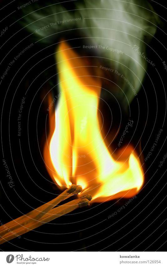 feuer baby heiß brennen Streichholz anzünden Licht Feuer Brand lagerheuer hell Wasserdampf anbrennen Flamme