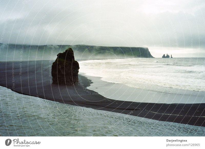Island Küste Meer Lava Strand Wolken Brandung schwarz Wasser Felsen Felsnadel