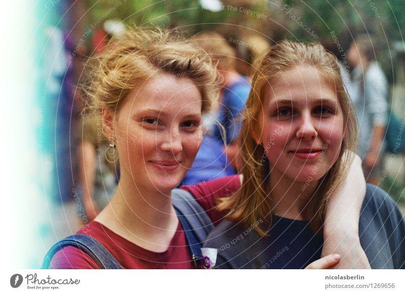 Festival Season | Für Dich Mensch Jugendliche Junge Frau Sommer schön Freude 18-30 Jahre Erwachsene Lifestyle Leben natürlich feminin Glück Freiheit Paar Party