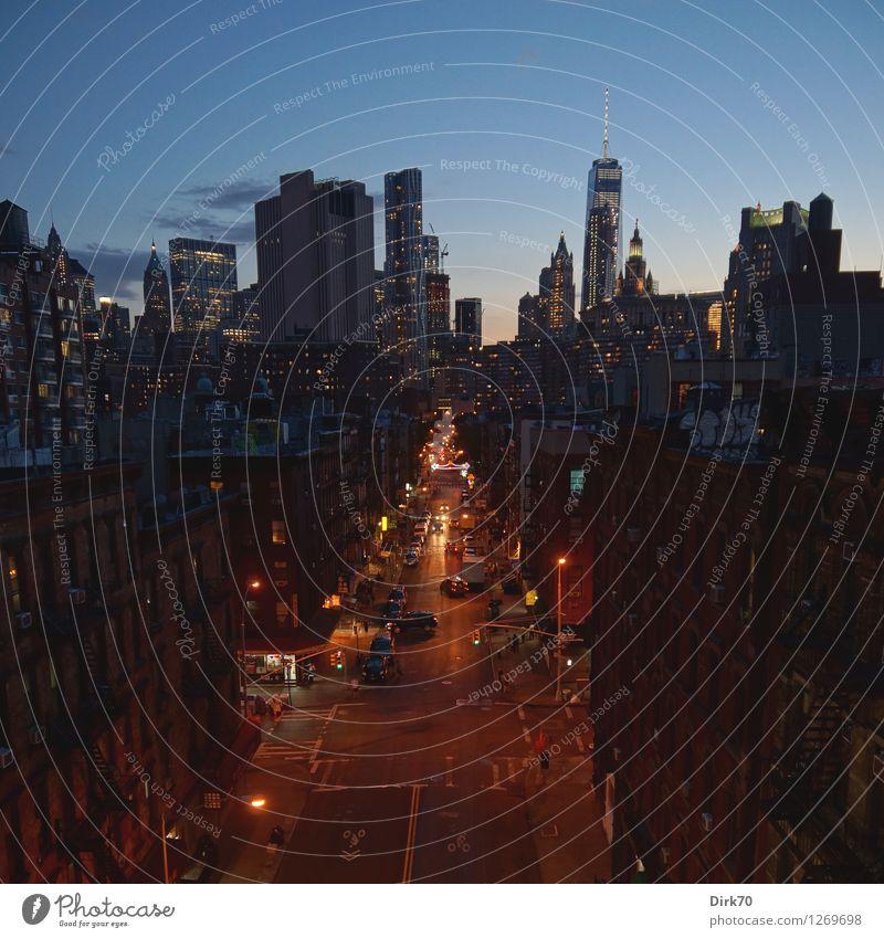 Streets of New York Ferien & Urlaub & Reisen Stadt dunkel Straße Architektur kalt Stil Tourismus Verkehr leuchten modern Hochhaus glänzend Perspektive entdecken