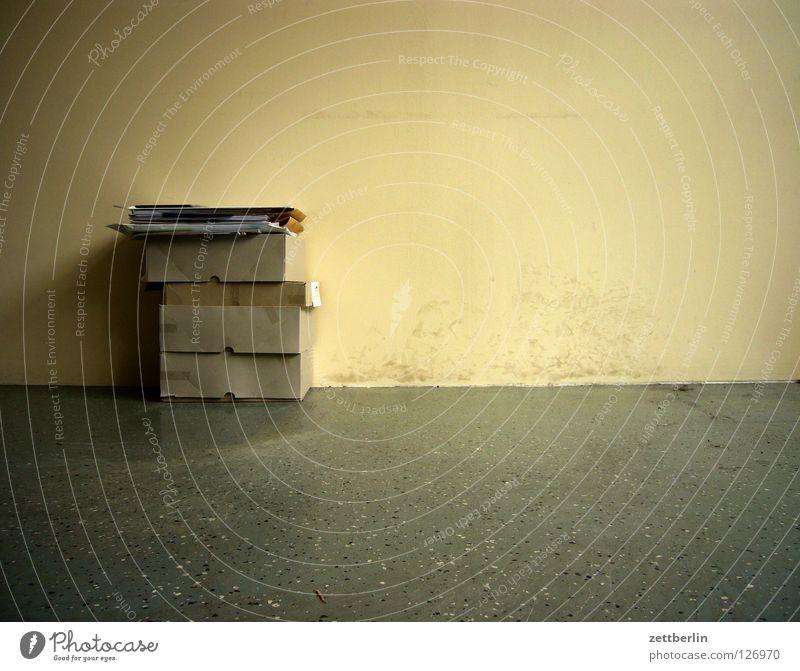Kartons Wand Raum Ecke Müll Schriftstück Umzug (Wohnungswechsel) Handwerk Schachtel Pappschachtel Papiermüll Faltschachtel