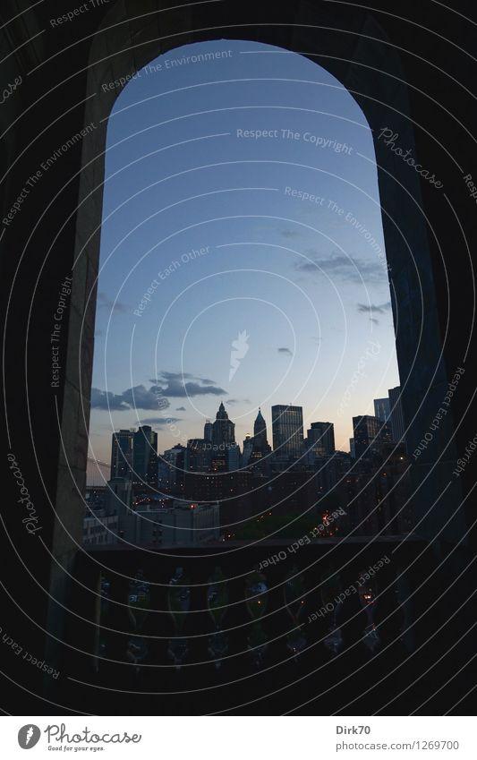 New York im Rahmen Himmel Stadt blau Sommer rot Wolken Haus dunkel schwarz Architektur grau Tourismus Perspektive groß Schönes Wetter Geländer