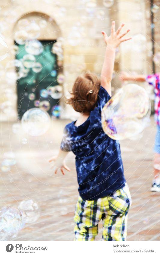 E (in abenteuer) Kind Junge Kindheit Arme Hand Finger 3-8 Jahre Trier Kirche Dom beobachten fangen laufen Spielen springen toben außergewöhnlich fantastisch