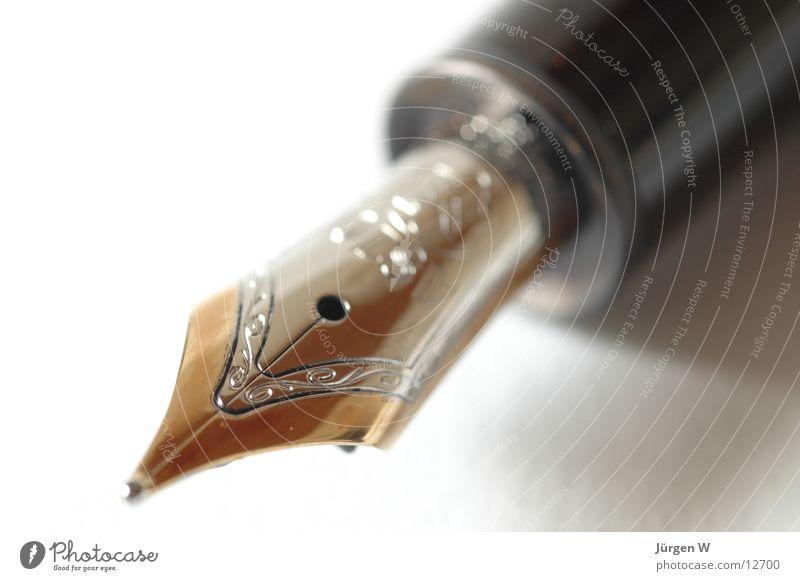 Füller schwarz gold Schriftzeichen Feder Typographie Schreibstift Schreibwaren Lack Tinte Makroaufnahme Füllfederhalter Frankreich Mont Blanc