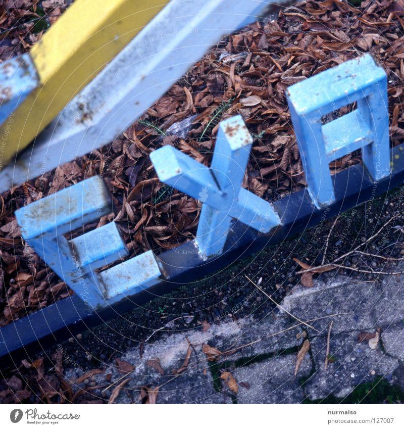 KT 199 blau Architektur klein Kunst außergewöhnlich Schilder & Markierungen frei Beginn Schriftzeichen Buchstaben Fotokamera Punkt Dresden Stahl analog Wort