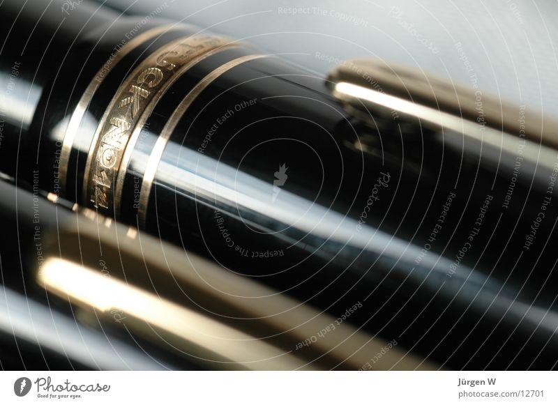 Kappe Füllfederhalter Baseballmütze schwarz Typographie Mont Blanc Tinte kappe klipp Lack gold meisterstück Makroaufnahme Detailaufnahme Schriftzeichen black