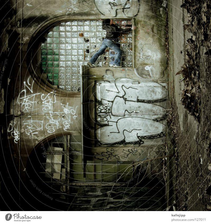 wer im glashaus sitzt Mann Silhouette Dieb Krimineller Rampe Laderampe Fußgänger Schacht Tunnel Untergrund Ausbruch Flucht umfallen Fenster Parkhaus Geometrie