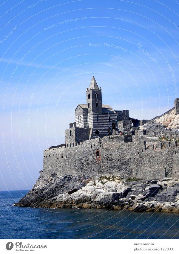 San Pietro Meer Italien Portovenere Cinque Terre Festung Bootsfahrt Sommer Ligurien Romantik Einsamkeit Klippe Felsenkirche Glaube Religion & Glaube nass kalt